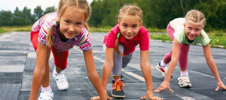 chicas jovenes corriendo