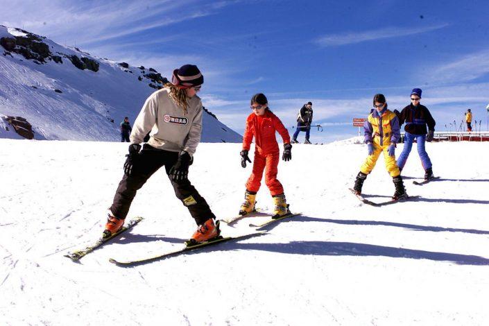 esquiando en la nieve